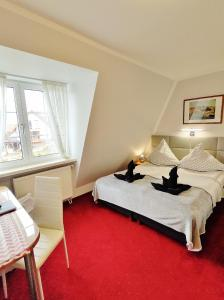 Łóżko lub łóżka w pokoju w obiekcie Cyklada,BONY, śniadania, jezioro,przystań-200m, centrum-900m, park linowy-400m,aquapark-900m
