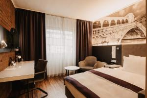 A bed or beds in a room at Tulip Inn Ludwigshafen City