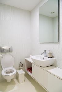 A bathroom at NOA - Ali Hoca 6