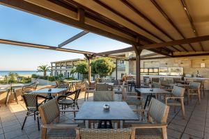 Restauracja lub miejsce do jedzenia w obiekcie Solimar Aquamarine Resort