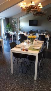 Een restaurant of ander eetgelegenheid bij Bed & Breakfast El Manso