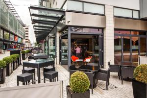 A restaurant or other place to eat at ibis Bristol Centre