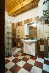 A bathroom at Göcsej-Gyöngye Vendégház