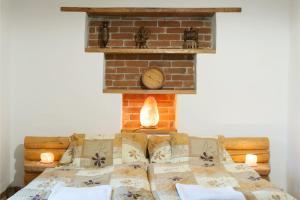 A bed or beds in a room at Göcsej-Gyöngye Vendégház