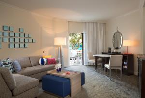 A seating area at Hilton Orlando Buena Vista Palace - Disney Springs Area