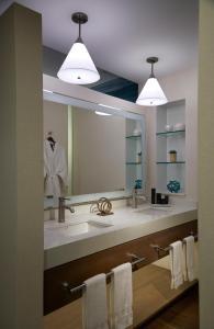 A bathroom at Seminole Hard Rock Hotel & Casino Hollywood