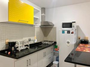 A kitchen or kitchenette at Camboinhas Inn
