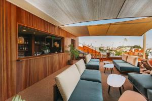 The lounge or bar area at The Vintage Hotel & Spa – Lisbon