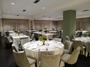 A restaurant or other place to eat at Hotel Marad