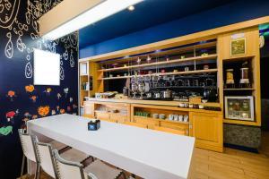 The lounge or bar area at Ibis Budget Makassar Airport