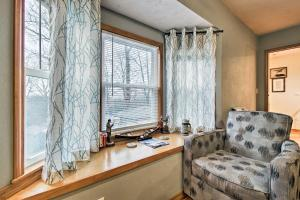 A seating area at Stockton Lake Escape with Kitchen, half Mi to Lake!