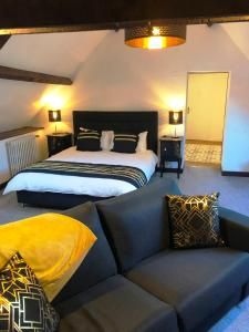 A bed or beds in a room at No 6 B&B