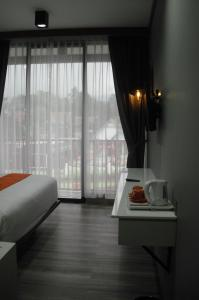 A television and/or entertainment centre at Sturgis Boutique Hotel Cipanas