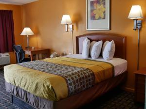 A bed or beds in a room at Morning Star Inn
