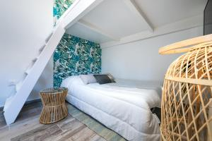 A bed or beds in a room at Studio tranquile et Cosy wifi Netflix Terrasse