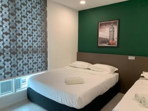 A bed or beds in a room at Sutera Avenue Deluxe Suite by CozyCottage x Merveille @ Kota Kinabalu, Sabah