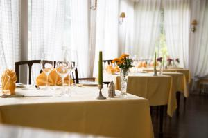 A restaurant or other place to eat at Casa Velha do Palheiro