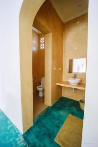 A bathroom at Siri Beach Lodge