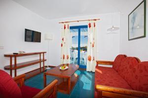 Een zitgedeelte bij Aparthotel Costa Mar