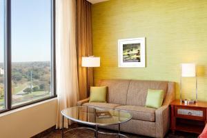 Prostor za sedenje u objektu Holiday Inn Austin -Town Lake, an IHG Hotel