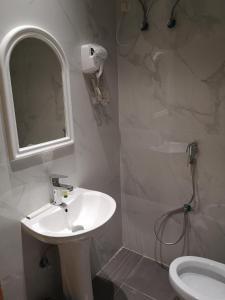 Um banheiro em Itlalat Solaf Aparthotel