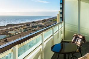 A balcony or terrace at Holiday Inn Brighton Seafront, an IHG Hotel