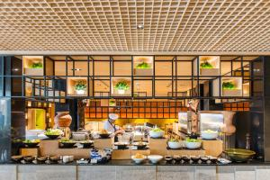 A restaurant or other place to eat at Holiday Inn Bangkok, an IHG Hotel