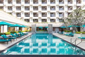 The swimming pool at or close to Holiday Inn Bangkok, an IHG Hotel