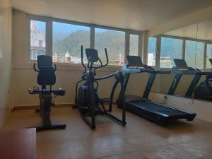 Gimnasio o instalaciones de fitness de Holy River Hotel