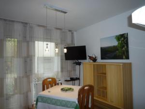 TV/Unterhaltungsangebot in der Unterkunft biozertifiziertes Hotel Höpfigheimer Hof mit Wein-Shop