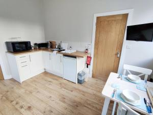 A kitchen or kitchenette at Rose Barn
