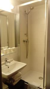 キリアド ホテル オルリー アエロポルト - アティ モンにあるバスルーム