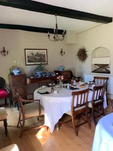 A restaurant or other place to eat at Cary Fitzpaine House