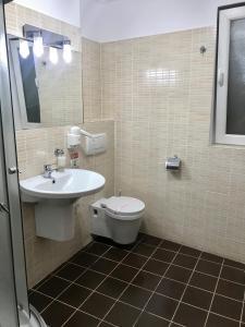 A bathroom at Hotel Vandia
