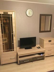 Телевизор и/или развлекательный центр в Гостевой Дом на Ильинской