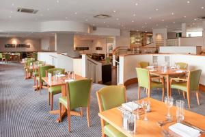 A restaurant or other place to eat at Holiday Inn Cardiff City, an IHG Hotel