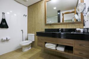 A bathroom at Radisson Hotel Belém