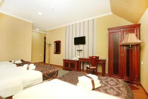 Кровать или кровати в номере Khujand Deluxe Hotel