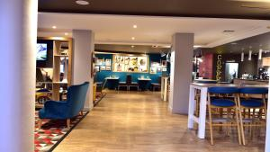 A restaurant or other place to eat at Holiday Inn Glasgow - East Kilbride, an IHG Hotel