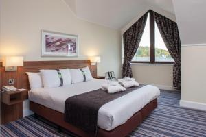 A bed or beds in a room at Holiday Inn Glasgow - East Kilbride, an IHG Hotel