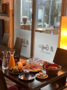 Ein Restaurant oder anderes Speiselokal in der Unterkunft Hotel Zur Trotte