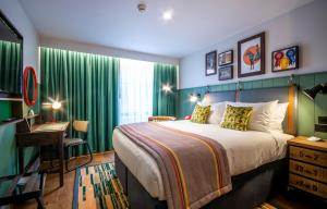 A bed or beds in a room at Hotel Indigo - Chester, an IHG Hotel