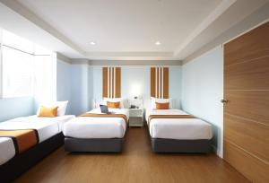 A bed or beds in a room at Anya Nana @ Sukhumvit – Bangkok (formerly Unico Express )