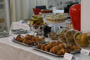 Breakfast options available to guests at Orrì Hotel