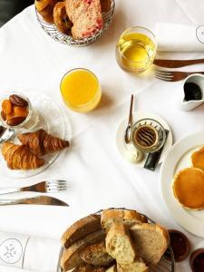 Options de petit-déjeuner proposées aux clients de l'établissement Fourvière Hôtel