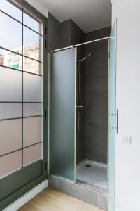 A bathroom at Barcelona Apartment Viladomat