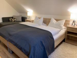Ein Bett oder Betten in einem Zimmer der Unterkunft Hohe Tanne