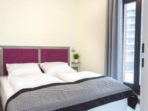 A bed or beds in a room at VacationClub - Baltic Park Molo Apartment D307