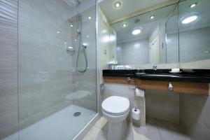 A bathroom at Brooks Hotel
