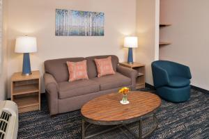 A seating area at La Fuente Inn & Suites
